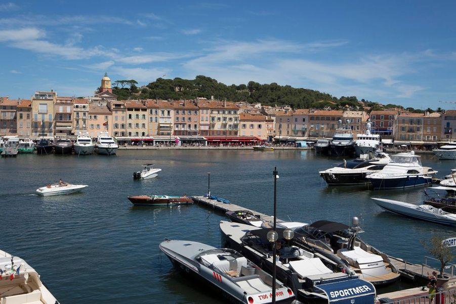 Vue panoramique depuis la capitainerie sur le port du St-Tropez