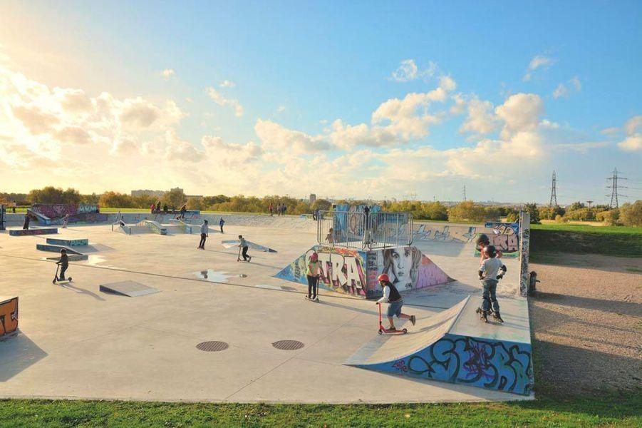 Jeux dans un espace du parc de la plage bleue à Valenton, dans le Val-de-Marne.