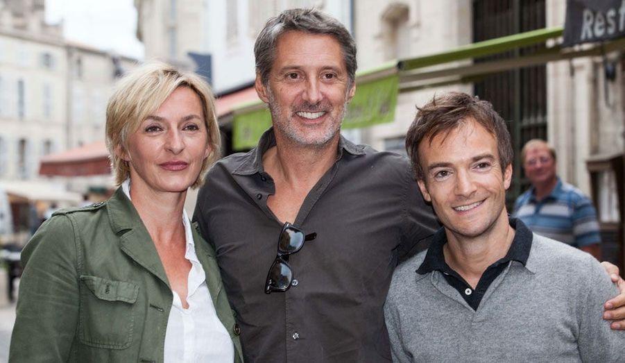 Sophie Mounicot, Antoine de Caunes et Jonathan Lambert