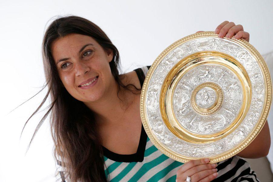 La Française a remporté en juillet dernier le prestigieux tournoi de Wimbledon. Une consécration pour la jeune femme qui a ensuite décidé de mettre fin à sa carrière sportive.Votez sur lapage Facebook de Paris Match pour la femme de l'année.
