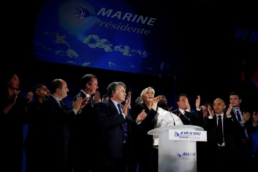 Marine Le Pen, dimanche soir à Henin-Beaumont, aux côtés de David Rachline et Gilbert Collard.
