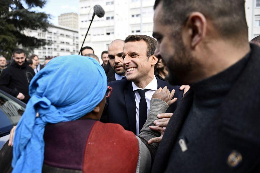 Emmanuel Macron est allé jeudi à la rencontre de militants associatifs de Sarcelles.
