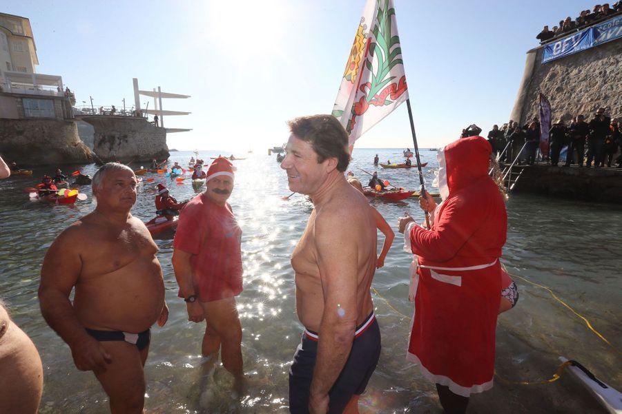 """Christian Estrosi et 150 enthousiastes prennent le """"bain de Noël"""", dimanche"""