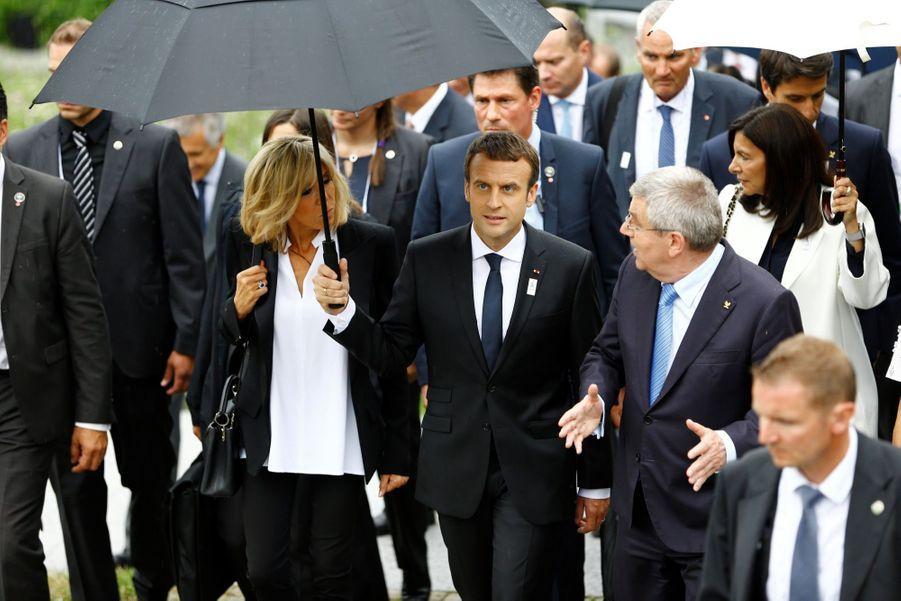 Brigitte et Emmanuel Macron, opération séduction pour les JO