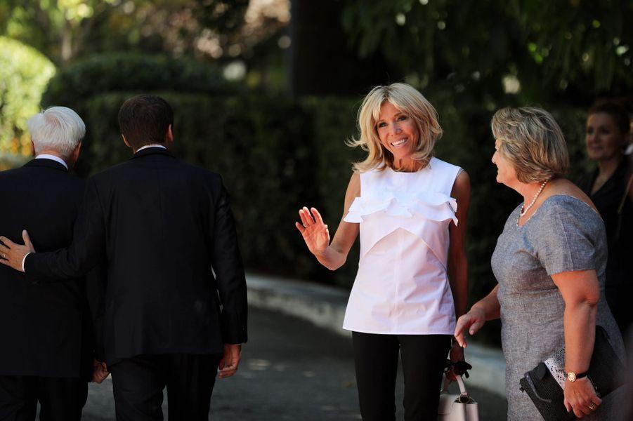 Prokopis Pavlopoulos, président de la République hellénique, etVlasia Pavlopoulou accueillent jeudi à AthènesEmmanuel et Brigitte Macron.