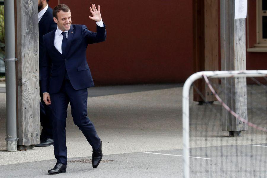 Emmanuel Macron dans une école de Berd'huis pour son interview sur TF1.