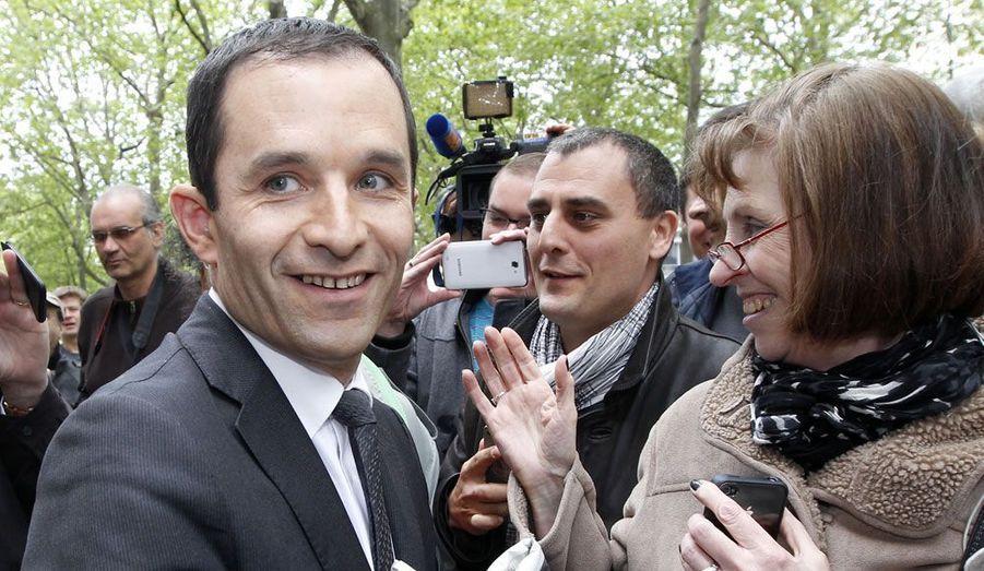 Le ministre délégué chargé de l'Economie sociale et solidaire se présente dans la 11ème circonscription des Yvelines. Pour Benoît Hamon, qui avait essuyé une lourde défaite lors des élections européennes de 2009, cette candidature aux législatives est une première. Si à Trappes, François Hollande a obtenu un score écrasant (plus de 77% des voix) au second tour de la présidentielle, Nicolas Sarkozy est arrivé en tête dans la ville voisine de Bois d'Arcy. Il faudra donc que Benoît Hamon parvienne à mobiliser les quartiers populaires pour battre son adversaire, le député UMP sortant Jean-Michel Fourgous.