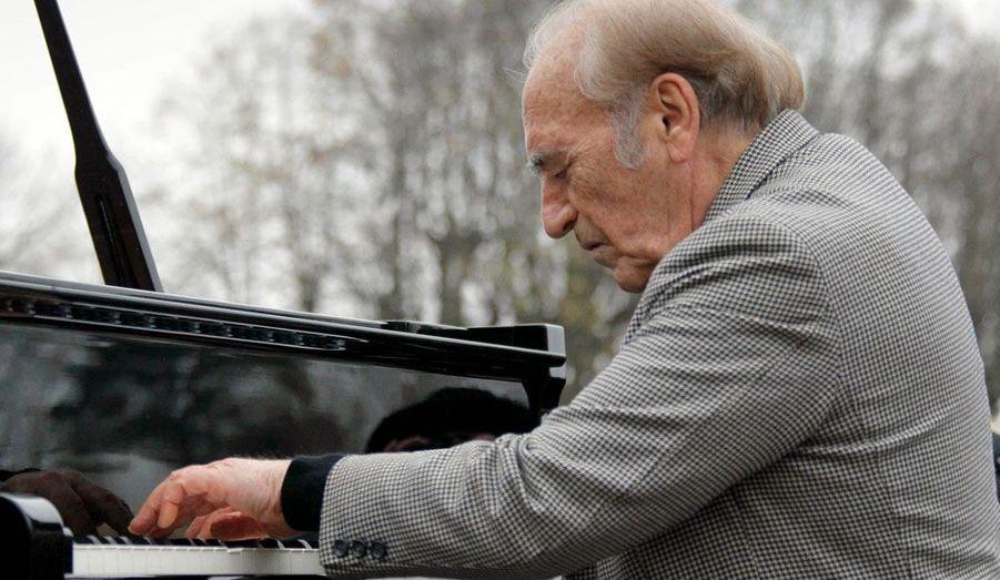 Le pianiste Miguel Angel Estrella a joué quelques morceaux de piano en hommage à son amie.