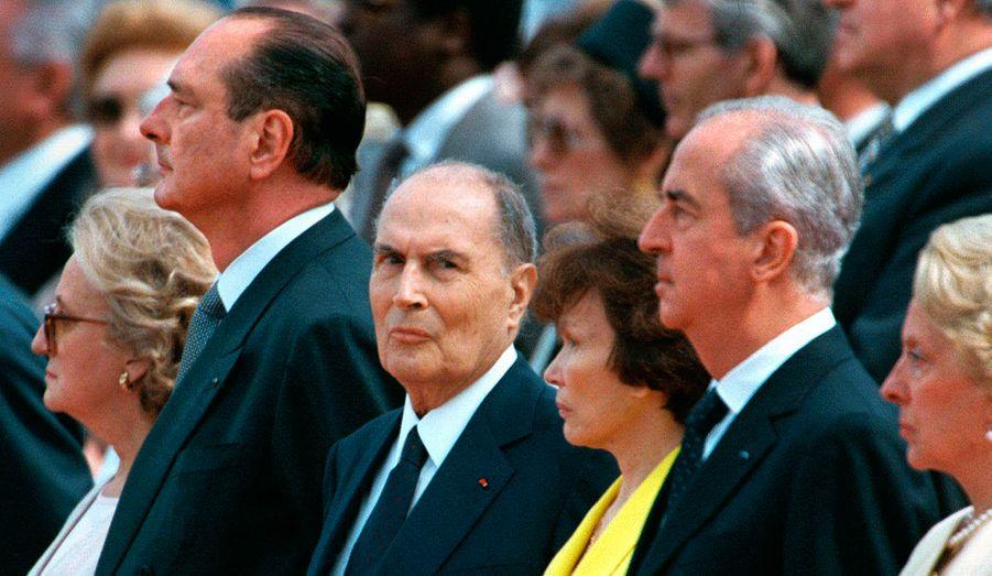 Photo prise en 1995, aux côtés de Jacques et Bernadette Chirac, et d'Edouard Balladur, à l'occasion de la commémoration du cinquantième anniversaire de la fin de la seconde guerre mondiale.