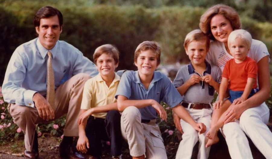 Mitt et Romney Ann entourés de leurs fils Matthew (Matt, né en 1971), Tagg, Josh (1975), et Ben (1978), en 1980.