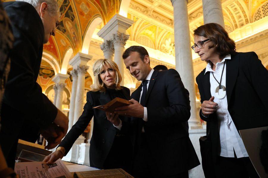Emmanuel et Brigitte Macron visitent la bibliothèque du Congrès