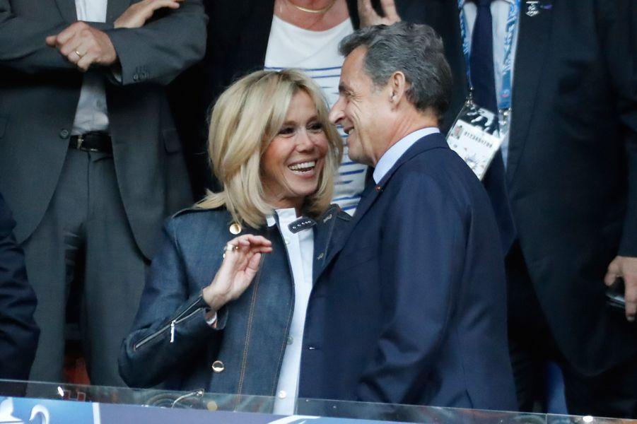 Brigitte Macron et Nicolas Sarkozy mardi soir au Stade de France.