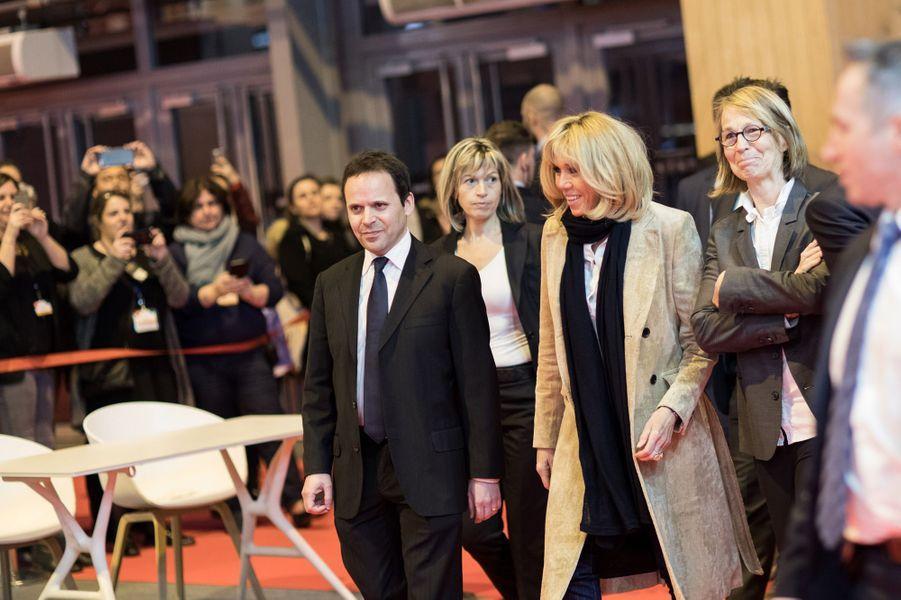 Brigitte Macron etFrançoise Nyssen,au Salon Livre Paris, jeudi soir.
