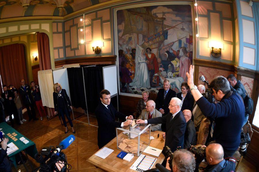 Emmanuel et Brigitte Macron ont voté au Touquet
