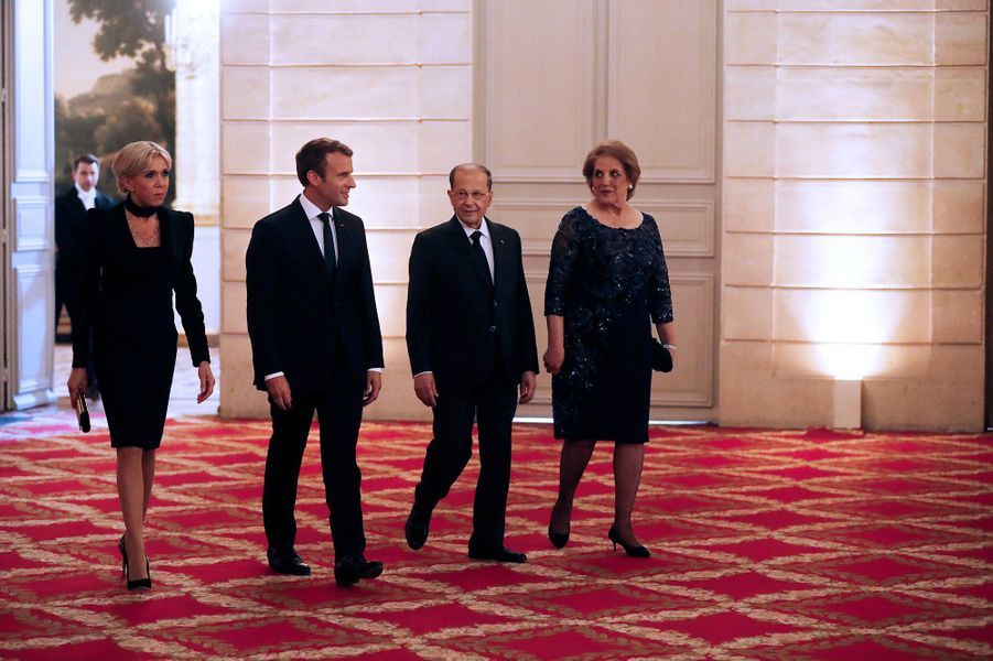 Brigitte Macron, Emmanuel Macron, Michel Aoun et Nadia Aoun à l'Elysée, lundi soir.