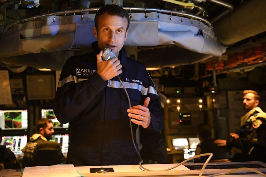 Emmanuel Macron a embarqué à bord du sous-marin Le Terrible