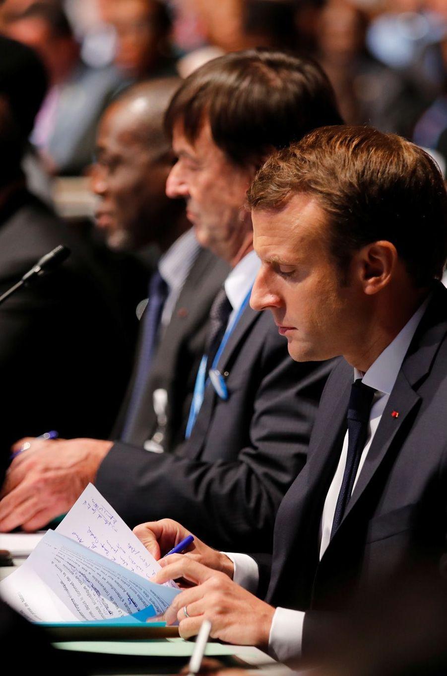 Nicolas Hulot et Emmanuel Macron au World Convention Center de Bonn pour la COP23, en début d'après-midi le 15 novembre 2017.