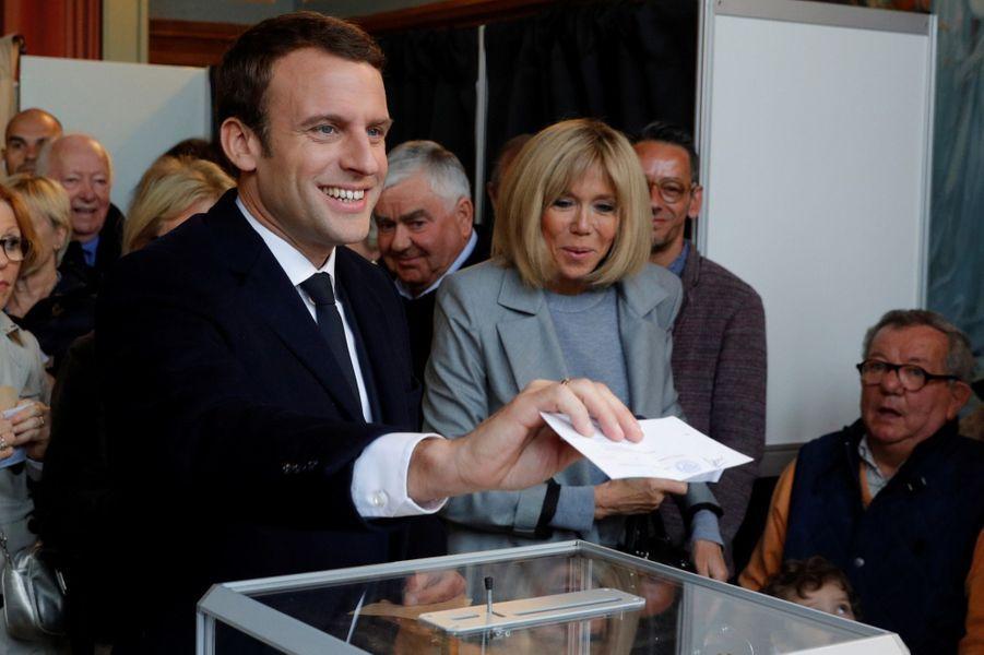 Emmanuel Macron A Voté Au Touquet, Avec Son Épouse Brigitte