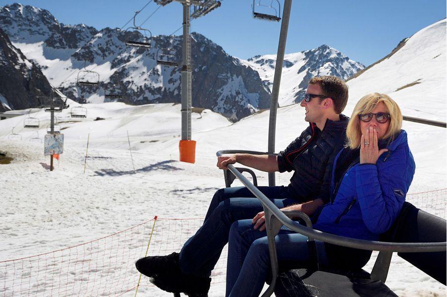 Emmanuel Macron et son épouse Brigitte, en campagne à Bagnères de Bigorre mi -avril.