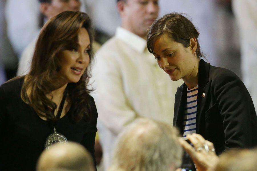 Marion Cotillard et la sénatrice philippine Loren Legarda