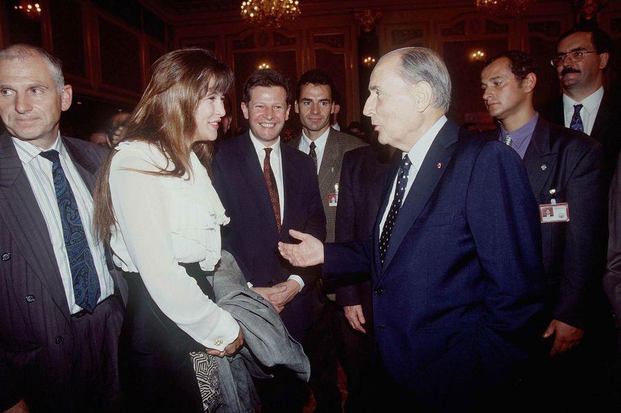 Sophie Marceau avec François Mitterrand en Corée du Sud en 1993
