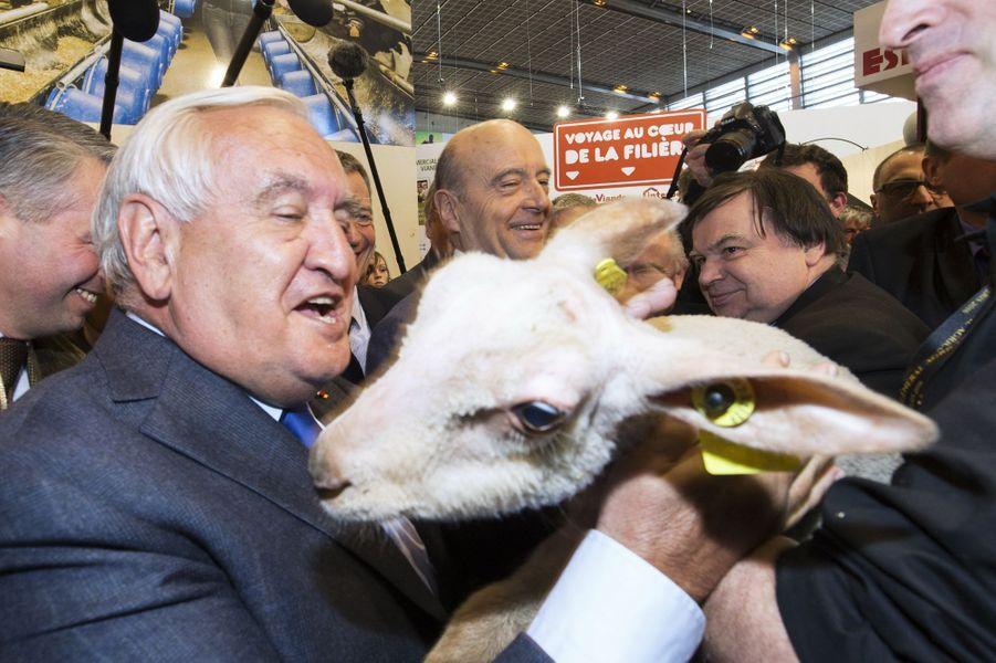 Alain Juppé et Jean-Pierre Raffarin étaient jeudi 3 mars au Salon de l'Agriculture, à Paris
