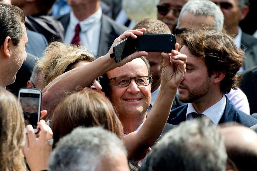 A Tanger, Hollande veut charmer le Maroc