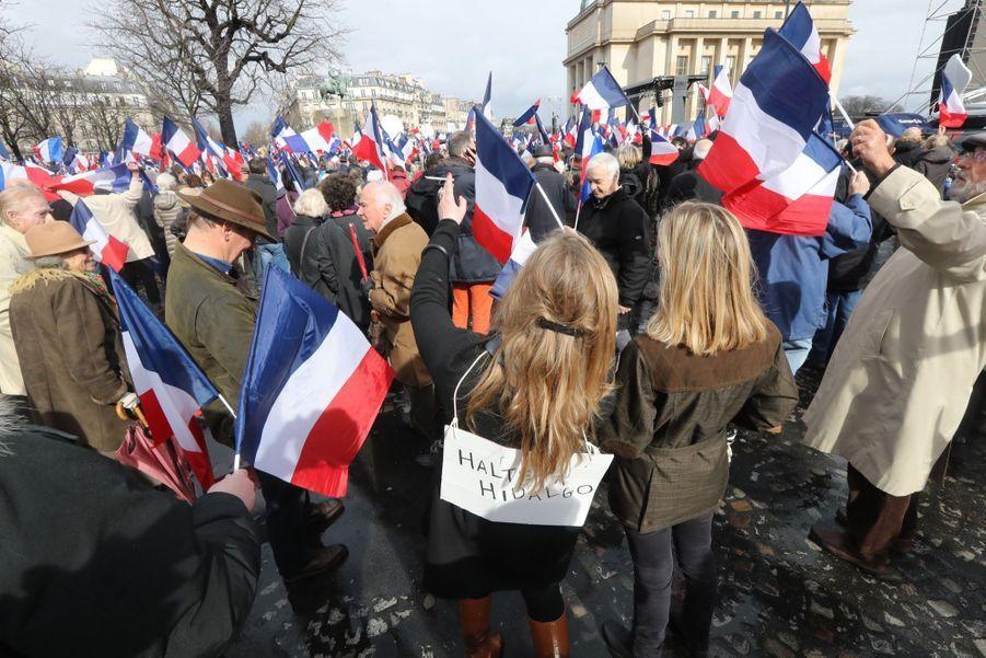 Fillon Reuni Ses Troupes, Place Du Trocadéro À Paris  4