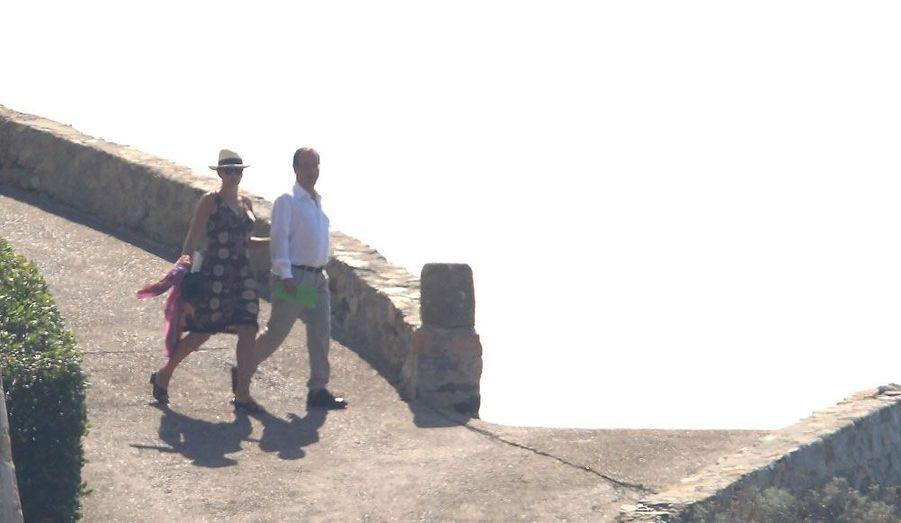 Avec Valérie Trierweiler, le Président a pris quelques jours de repos au fort de Brégançon, dans le Var. Mais les photographes ne sont jamais très loin.