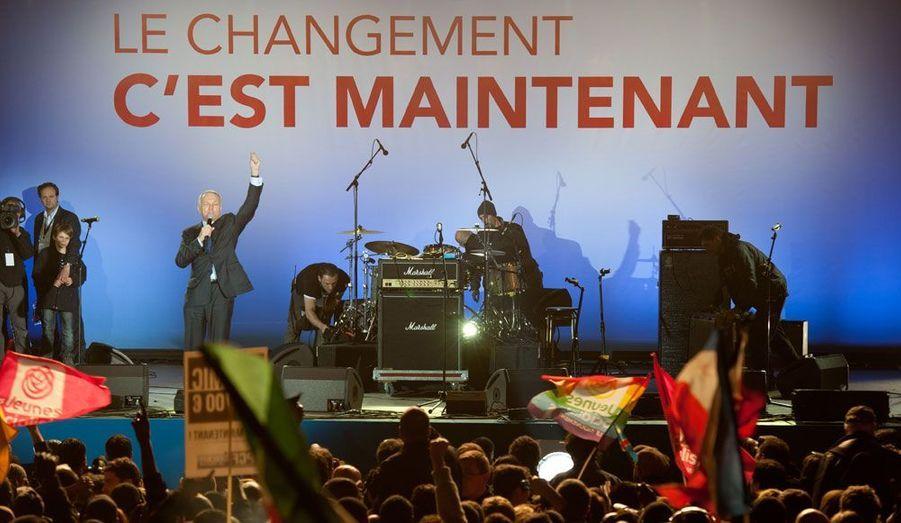 Le 6 mai, il fête la victoire de François Hollande à la Bastille.