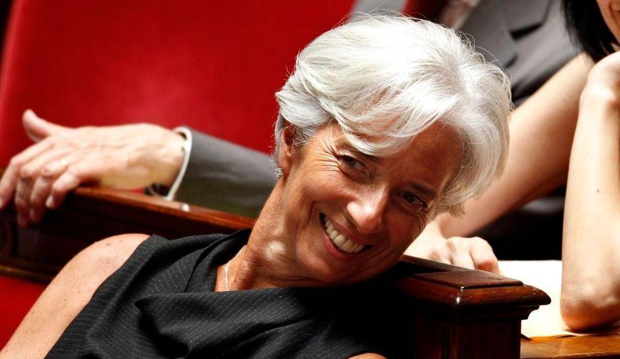 Christine Lagarde, très souriante, assistait hier à l'Assemblée nationale aux dernières questions au gouvernement avant l'annonce officielle de son élection à la tête du FMI. La Française est la première femme à tenir cette fonction depuis la création du Fonds en 1944.