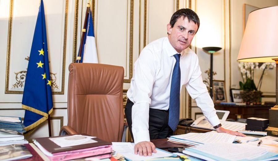 Manuel Valls est le ministre le plus populaire du gouvernement. Même certains à droite prennent soin de l'épargner. A l'Intérieur, il joue une partition nouvelle: la fermeté de gauche, en tandem avec Christiane Taubira, la Garde des Sceaux. Depuis mai, il n'a commis aucun véritable faux pas.