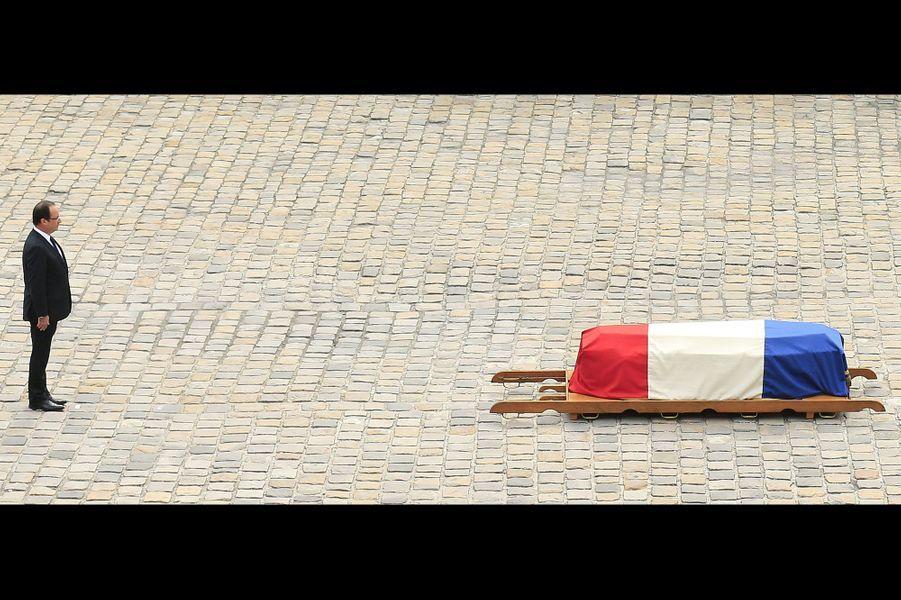 Le président de la République a poursuivi dans son hommage: «Pour Pierre Mauroy, réformer ce n'était pas renoncer, c'était réussir, réformer c'était se défaire de l'illusion des mots pour passer à la vérité des actes, réformer ce n'était pas céder à la réalité mais la saisir à la gorge pour la transformer».