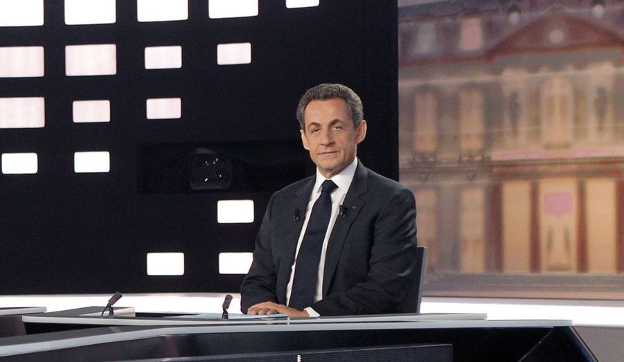 C'est l'un des moments décisifs de la campagne: Nicolas Sarkozy participe au grand débat face à François Hollande. Combatif, il trouve néanmoins face à lui un socialiste qui n'hésite pas à l'interrompre et à l'apostropher.