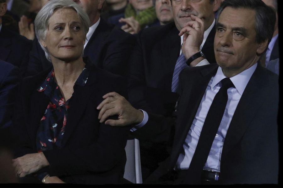 Le scandale à droite Le 24 janvier 2017, les premières révélations dans « Le Canard » lancent le « Penelopegate ».
