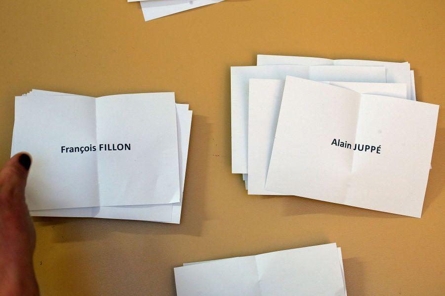 Dès les premiers dépouillements, une tendance forte pour un second tour entre François Fillon et Alain Juppé.