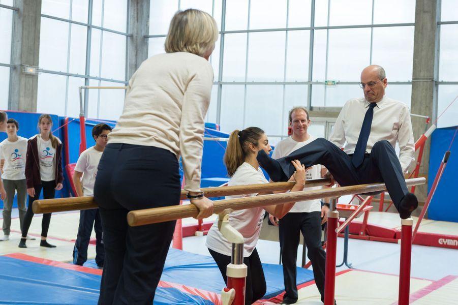 """Jean-Michel Blanquer et Sophie Cluzel lundi àla Cité scolaire Michelet, à Vanves, pour le lancement de la deuxième """"semaine olympique"""" dans l'éducation."""