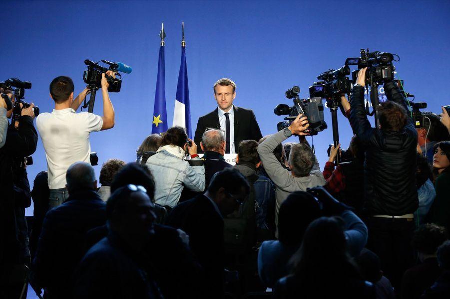 16 novembre 2016.Emmanuel Macron, qui a quitté Bercy en août 2016, déclare sa candidature à la présidentielle depuis l'atelier de mécanique du CFA de Bobigny, en Seine-Saint-Denis.