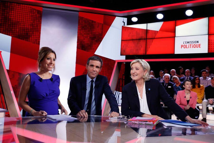 Marine Le Pen aux côtés de David Pujadas et de Léa Salamé sur le plateau de L'Emission politique, le 9 février 2017.