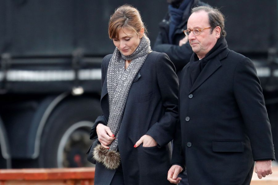 François Hollande et Julie Gayet quittent à la Madeleine, le 9 décembre 2017