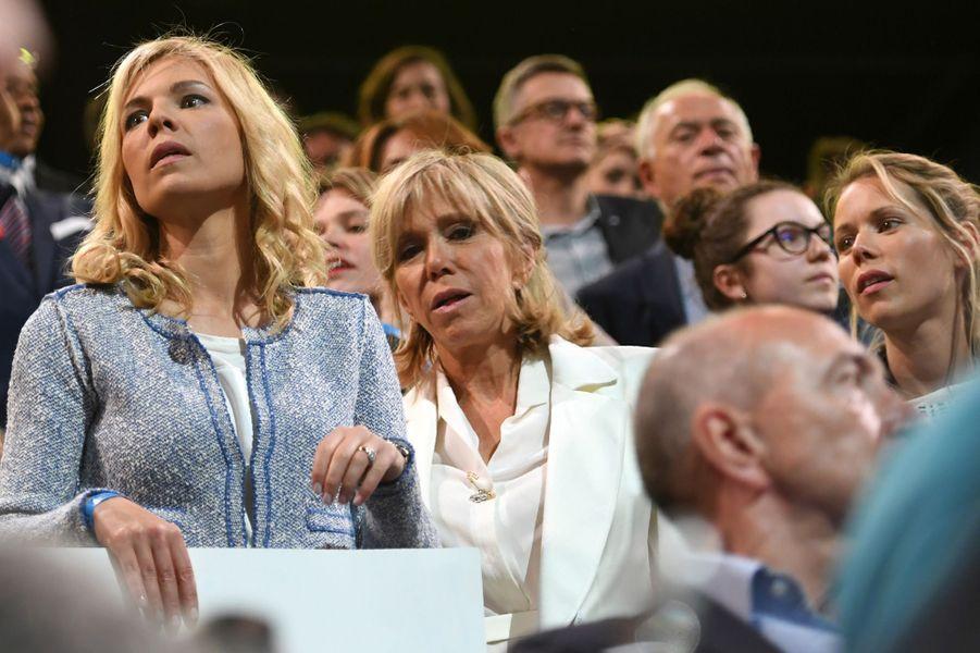 Brigitte Macron et ses filles Laurence (à gauche) et Tiphaine (à droite)