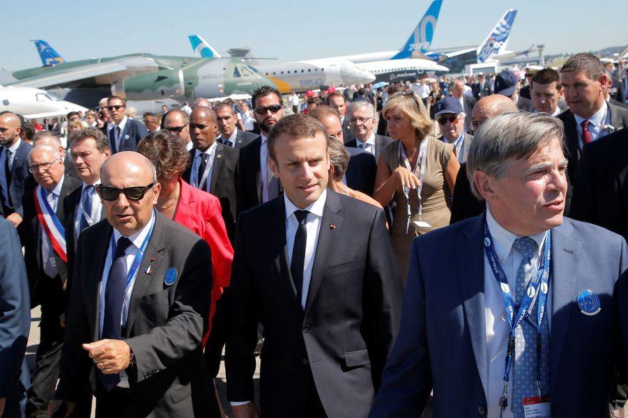 Emmanuel Macron inaugure le 52e Salon du Bourget.