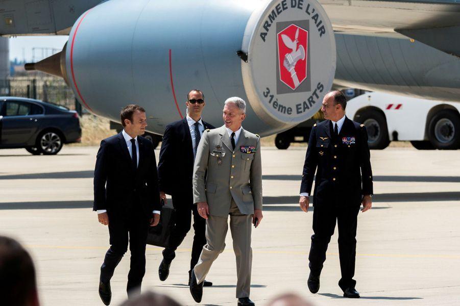 Emmanuel Macron jeudi àla base aérienne d'Istres.