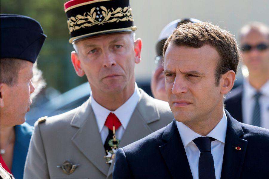 A Istres Emmanuel Macronétait accompagné pour la première fois du général François Lecointre, successeur du général de Villiers.