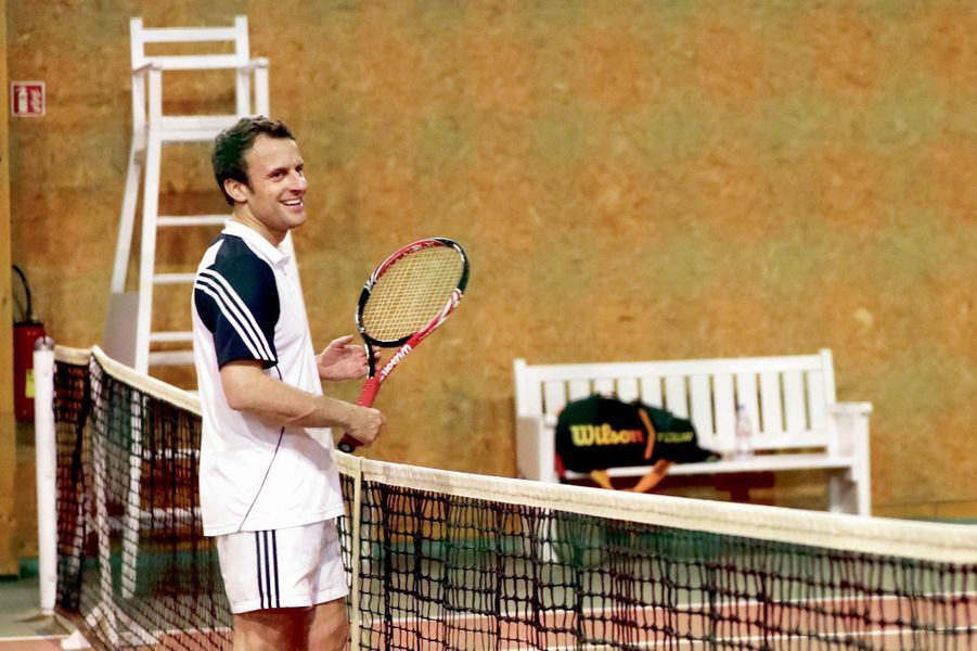Le nouveau président français, supporter de l'OM, pratique aussi le tennis en plus du foot.