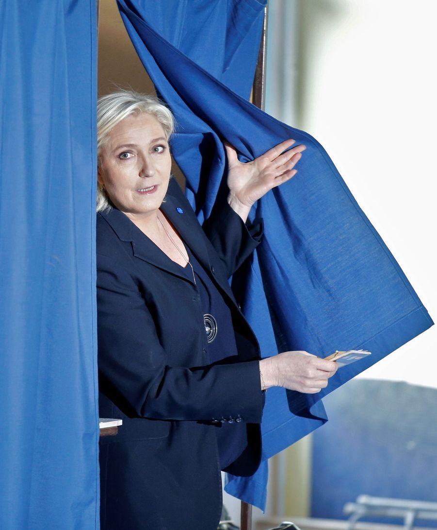 Marine Le Pen A Voté À Hénin Beaumont