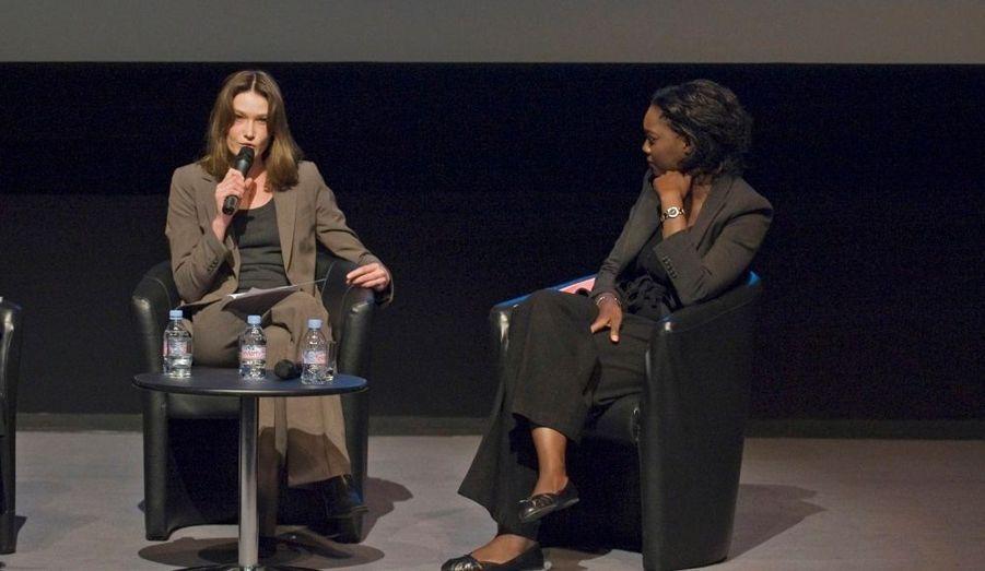 Carla Bruni-Sarkozy a participé, hier soir à 19h30, au musée Dapper à Paris, à une réunion en faveur des femmes victimes de violence en République démocratique du Congo, organisée par avec la secrétaire d'Etat chargée des Affaires étrangères et des Droits de l'Homme Rama Yade. Cette réunion de mobilisation a eu lieu en présence de représentants de l'Unicef et de l'Unifem, ainsi que de nombreuses ONG et même d'Eve Ensler, auteur des « Monologues du vagin ». On estime à près de 300 000 le nombre de femmes et de fillettes ayant été violées et mutilées en RDC, dans l'Est du pays et en particulier dans la région des Kivus, au cours des dernières années.