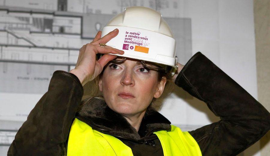 En novembre 2010, Nathalie Kosciusko-Morizet retrouve le ministère de l'Ecologie, mais cette fois en tant que ministre de plein exercice. En arrivant à la tête d'un des plus puissants ministères, elle s'est donné pour objectif de réhabiliter le Grenelle de l'environnement. En outre, NKM est désormais chargée des questions de transport et du logement; elle devient un poids lourd du gouvernement. Elle est ici photographiée le 25 novembre 2010, dans un tunnel d'extension de la ligne 4 du métro parisien, à Montrouge.