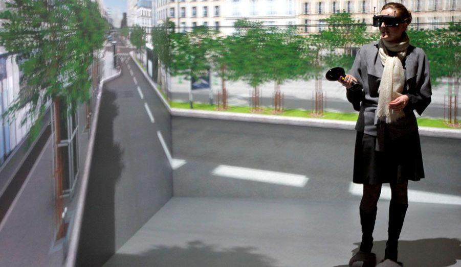 Evincée du ministère de l'Ecologie en 2009, Nathalie Kosciusko-Morizet rebondit au secrétariat d'Etat chargé de la Prospective et du Développement de l'économie numérique. Si l'environnement est sa première passion, elle est à l'aise avec les nouvelles technologies. Jusqu'à récemment, elle demeurait la personnalité politique française la plus suivie sur Twitter, avant d'être dépassée par François Hollande. Sur cette image de janvier 2010, elle essaye un système de réalité virtuelle développé par Dassault Systèmes.