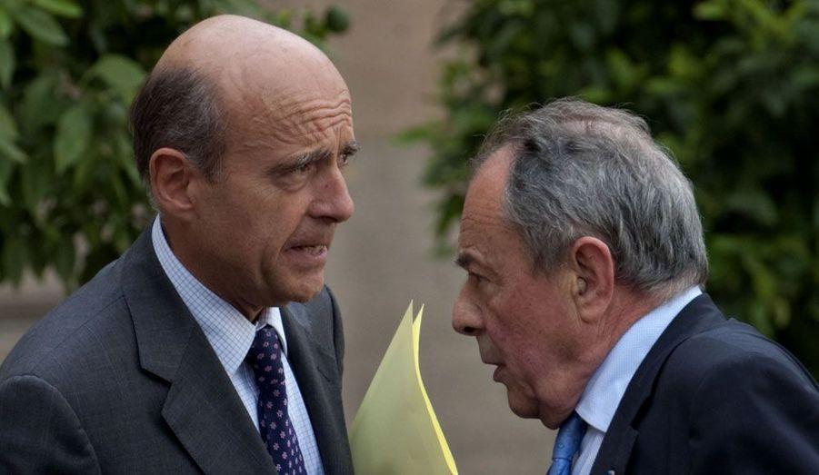 Les deux anciens Premiers ministres, Michel Rocard et Alain Juppé, ont présenté, lundi à l'Elysée, les grandes lignes de leur rapport sur le grand emprunt, prévu en 2010.